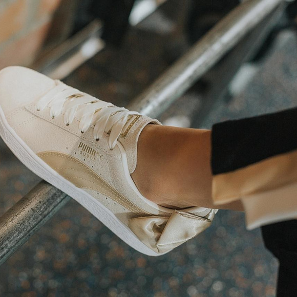 NWT PUMA Suede Bow Varsity Women's Sneakers
